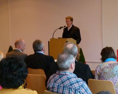 Thomas Weber begrüßt die Teilnehmer der Informationsveranstaltung