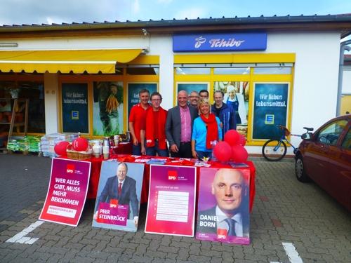 Informationsstand der SPD Kronau mit Daniel Born in Kronau